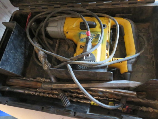DEWALT D25551 9/16'' CORDED ROTARY HAMMER W/CASE & BITS