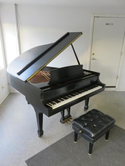 "2001 STEINWAY & SONS MODEL M 5'7"" GRAND PIANO"