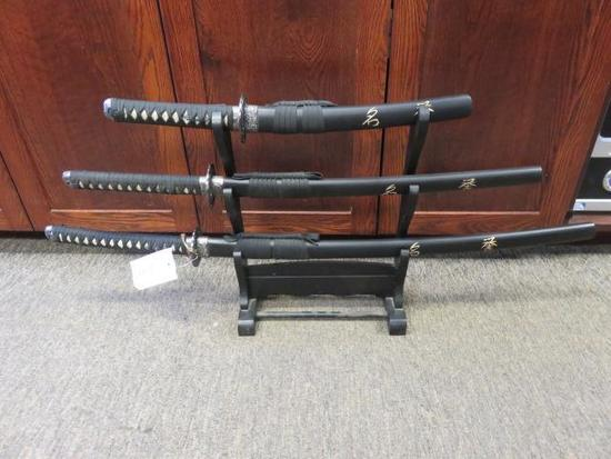 TOMAHAWK 3 SWORD SET W/ DISPLAY RACK