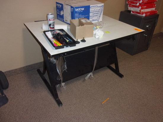 ADJUSTABLE HEIGHT DRAFTING TABLE