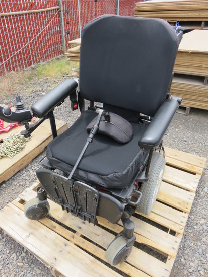 Q6 EDGE ELECTRIC WHEEL CHAIR W/TOGGLE CONTROL (CHARGER IN OFFICE)