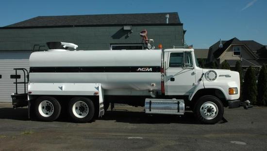 1995 FORD L9000 4000 GALLON WATER TRUCK