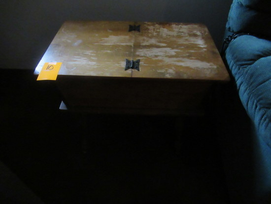 END TABLE W/ HINGED TOP
