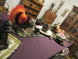 CONTENTS OF TABLE - CENTER PIECES, SERVING TRAYS, BOWLS & DECOR