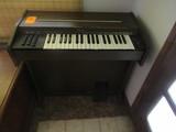 SILVERTONE PIANO