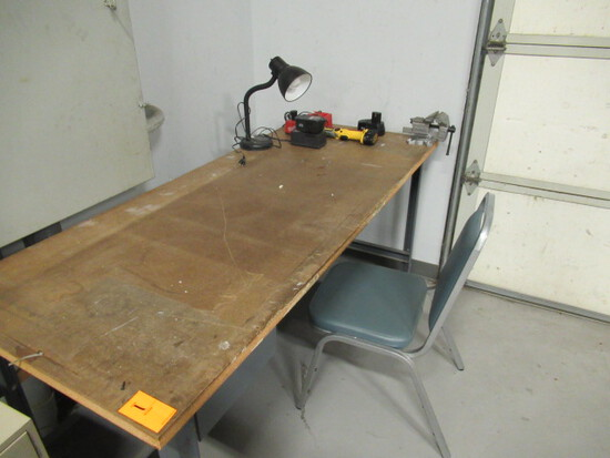 METAL WORK STATION W/WOOD TOP & VISE