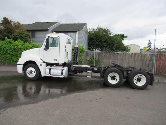 2009 FREIGHTLINER COLUMBIA 120 TANDEM AXLE DAY CAB TRACTOR