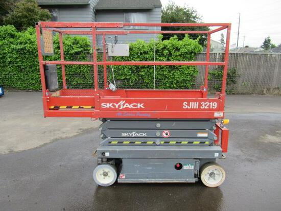 SKYJACK SJIII-3219 SCISSOR LIFT