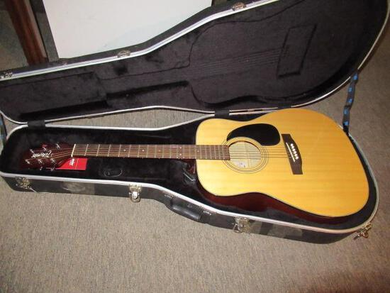 TAKAMINE G-240 ACUSTIC GUITAR W/ CASE