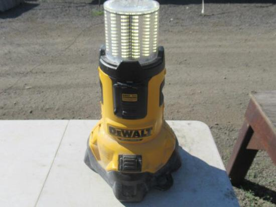 DEWALT DCL070 20V MAX CORDED/CORDLESS BLUE TOOTH LED AREA LIGHT