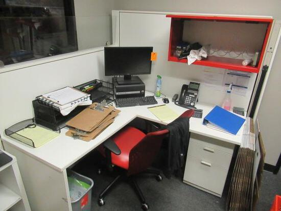 OFFICE CUBICLE W/CHAIR