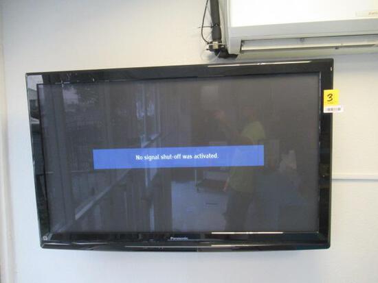 PANASONIC TV W/WALL MOUNT