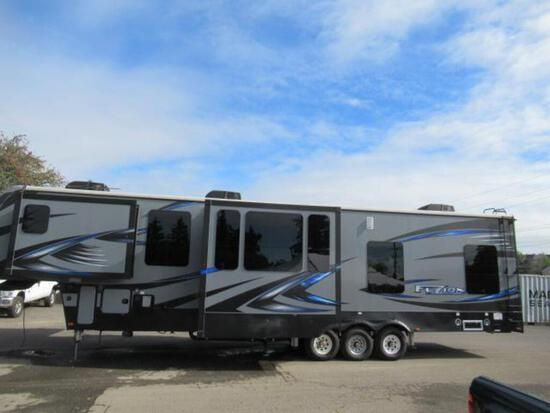 2017 KEYSTONE FUZION FZ41617 FIFTH WHEEL TOY HAULER