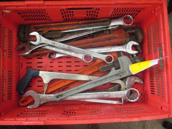 PLASTIC CRATE OF ASSORTED COMBINATION & PIPE WRENCHES