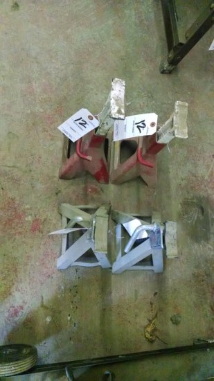 LOT OF 2 RED AND 2 SILVER JACK STANDS