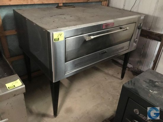 "42"" Vulcan gas stainless steel pizza oven with metal bottom"