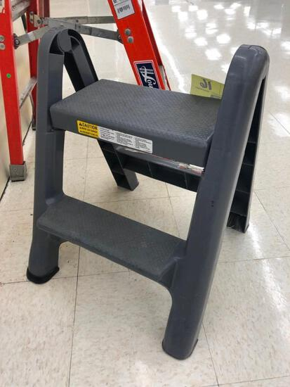 Rubbermaid folding step ladder