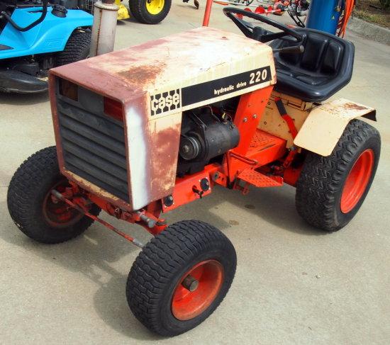 Case 220 Hydraulic drive lawn tractor