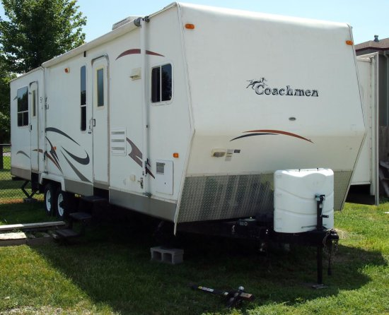 2007 32' Coachmen Spirit of America w/hitch stblzr