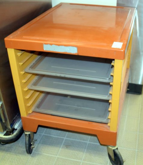 Rubbermaid Max Cart 8 Pan Bakers Rack