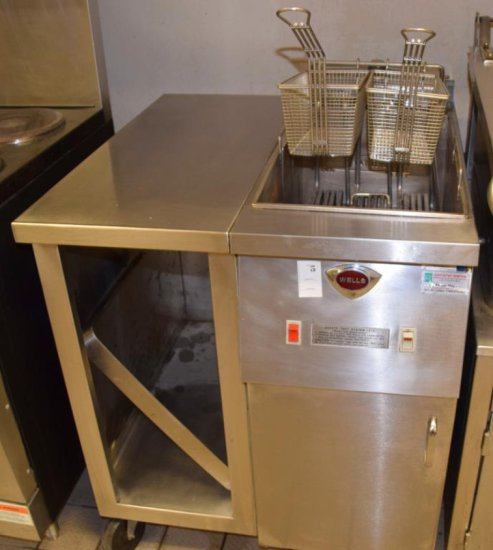 Wells 25# S/S Fryer W/Storage Cabinet