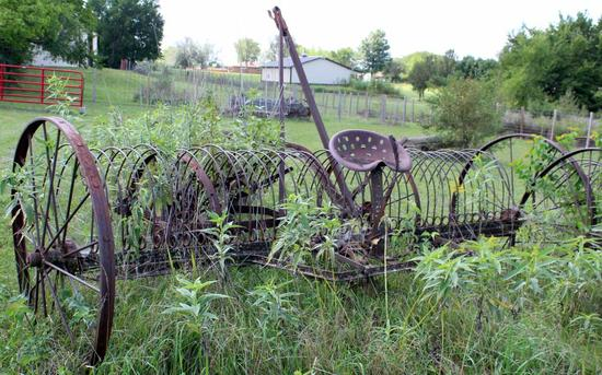 International Harvester 12' hay rake
