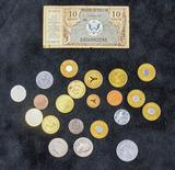 Assorted US coins/paper