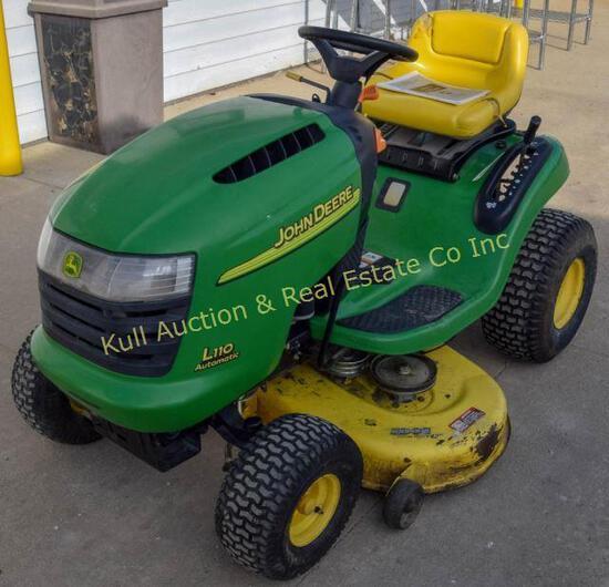 John Deere L110 lawn tractor