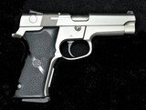 Smith & Wesson  - Model 5946 - 9mm Para