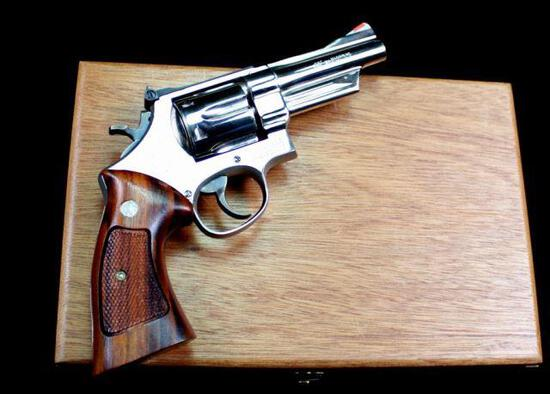 Smith & Wesson - Model 28-2 - .357 Magnum