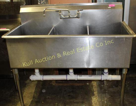 4' s/s 3 comp sink w/faucets
