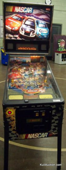 Stern Mfg. - Nascar Pin Ball Machine