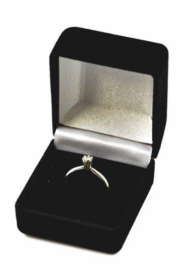 Lovely Vintage 14K White Gold Diamond Solitaire Ring