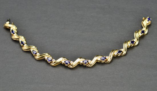 ITEM 16: SAPPHIRE AND DIAMOND DRESS BRACELET