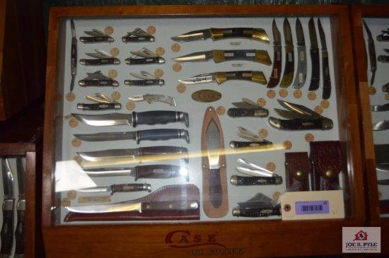 Case slant front counter top 24x20 w/ 31 pieces
