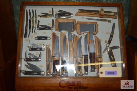 Case slant front counter top 24x20 w/ 13 pieces