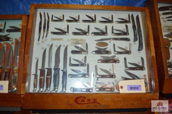 Case slant front counter top 24x20 w/ 32 pieces