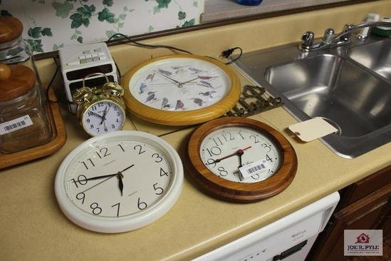 Lot of clocks
