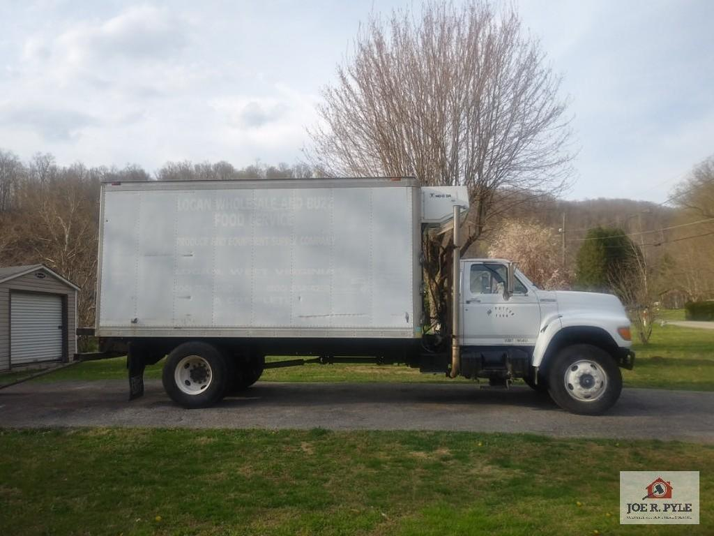 1999 Ford F800 88 K miles