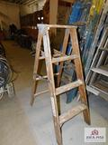 4' Wooden Step Ladder