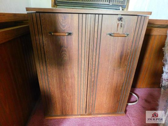 Storage cabinet with key