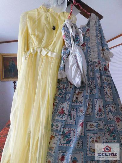 Prairie dress w/hoop, and bonnet 70 era dress