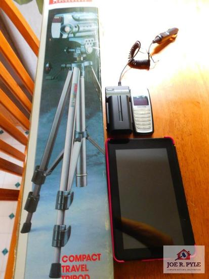 Kindle, Trackfone, Solidex tripod