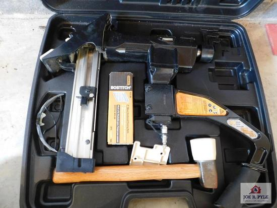 Floor nailer/stapler w/ case