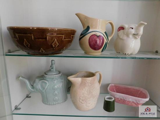 Pitchers, bowls, tea pots
