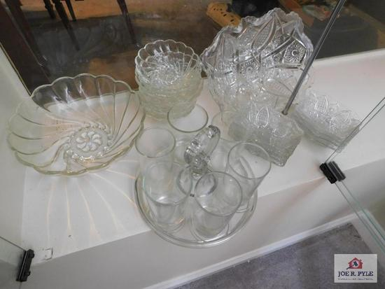 Glasses on tray & berry bowl set