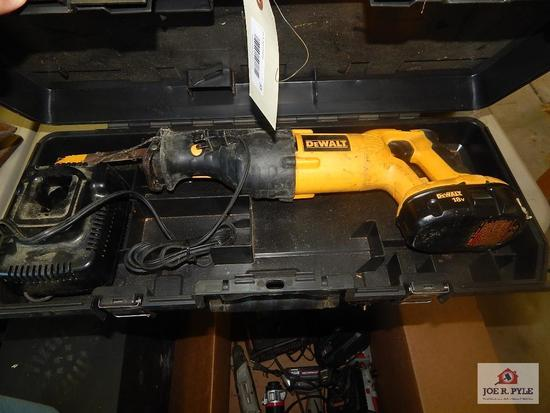 Dewalt 18V Sawzall battery op w/ charger and battery