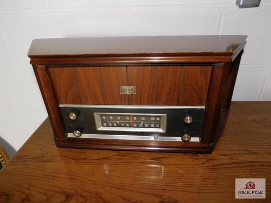 Magnavox 1960's tabletop radio