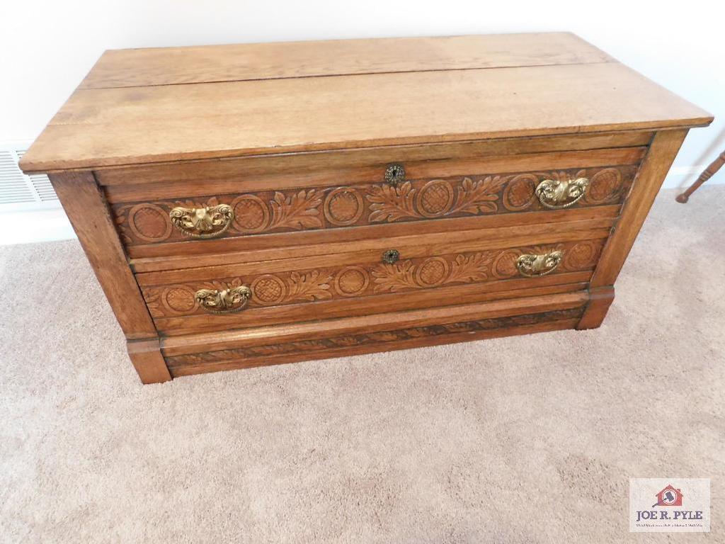 Antique oak 2 drawer chest