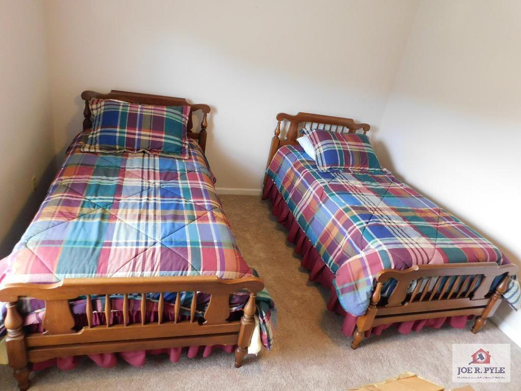 Twin beds & bedding